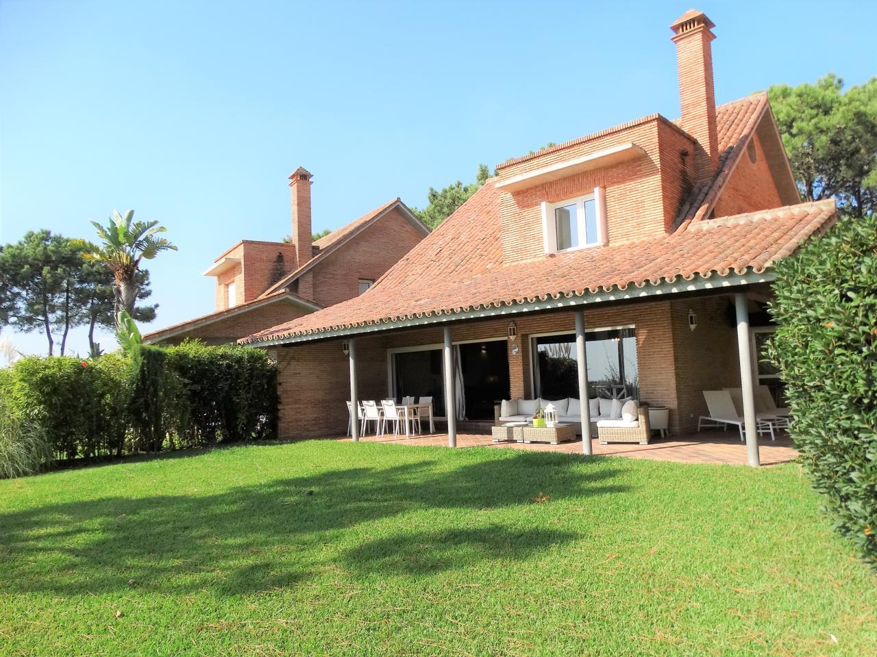 Espectacular villa en campo de golf de Islantilla