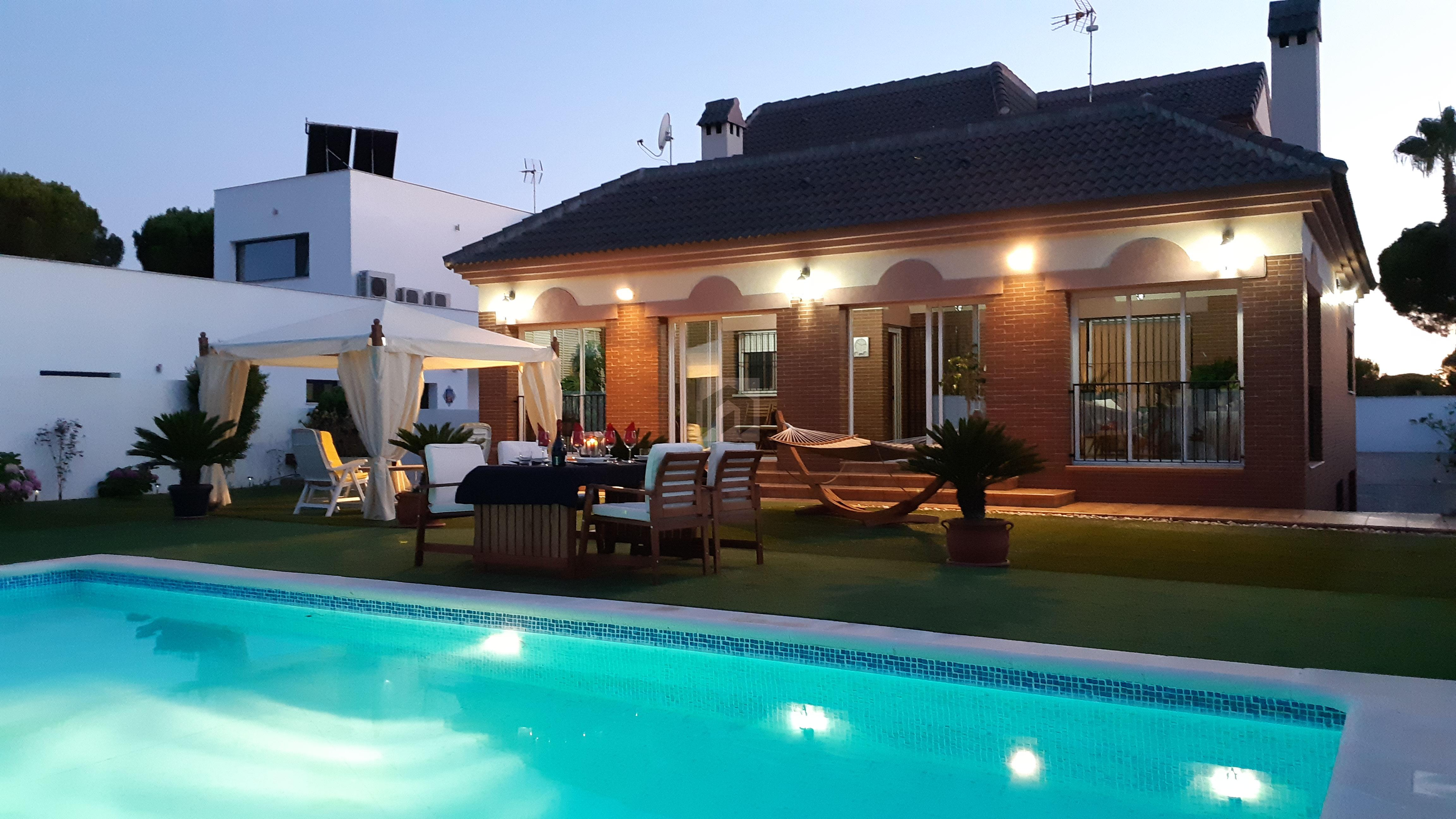 Exclusivo Chalet Independiente con piscina en La Monacilla
