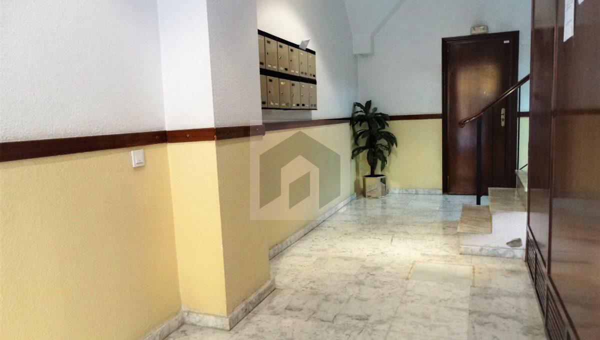 Ref 415, Centrico apartamento con patio: portal