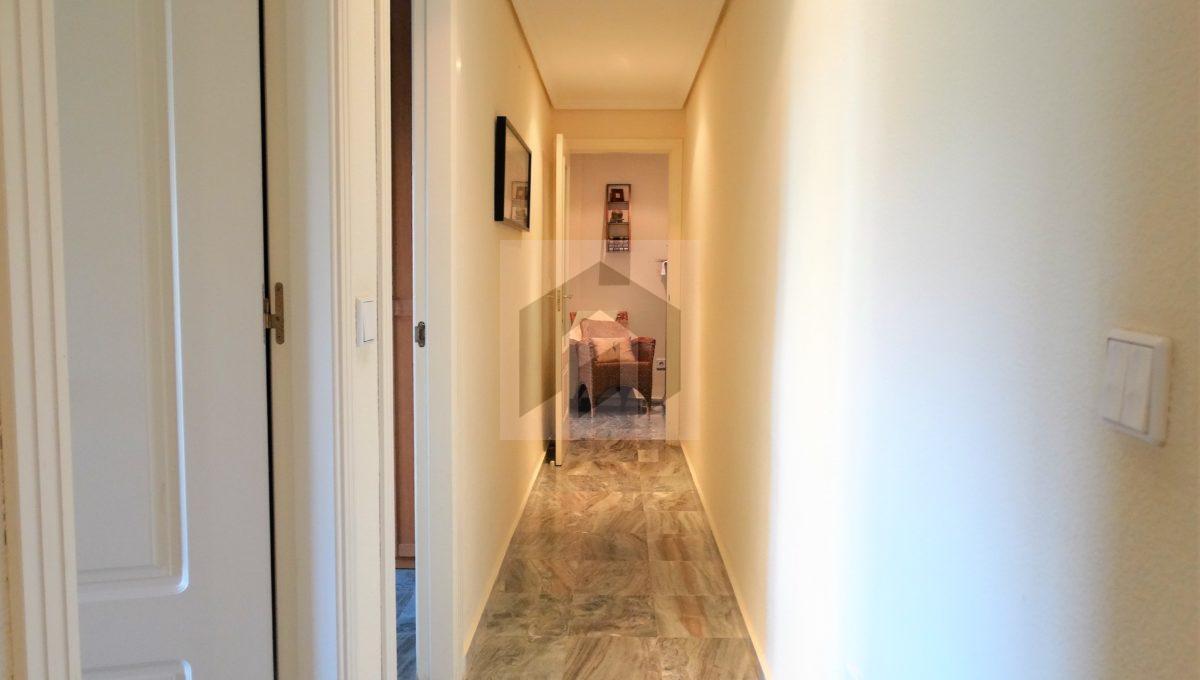 Ref 468, luminosa vivienda exterior en el centro: pasillo