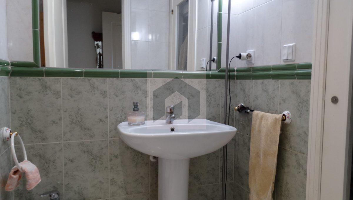 Ref 468, luminosa vivienda exterior en el centro: baño