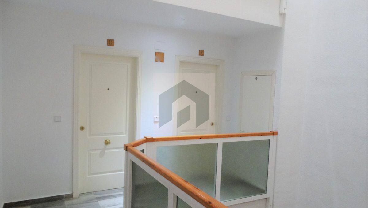Ref 468, luminosa vivienda en el centro: escalera edificio